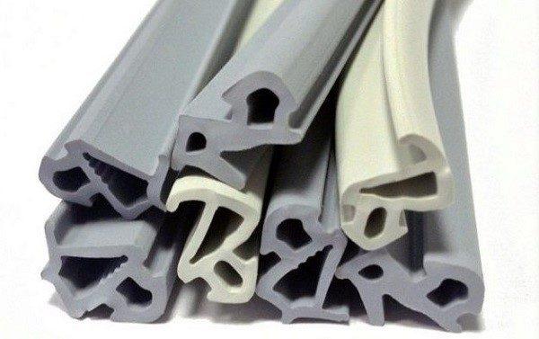 На герметичность дверей влияет качество уплотнителей и правильность их установки