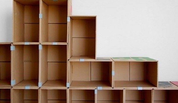 Подставка для обуви из картонных коробок не обязательно должна быть маленькой