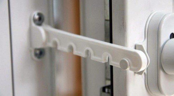 Гребенки – это отличный способ защитить двери от повреждений из-за сквозняка