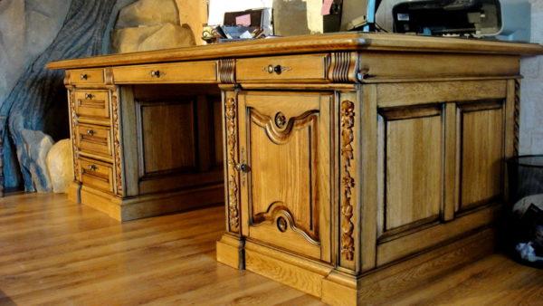 Мебель из массива выглядит богато и роскошно