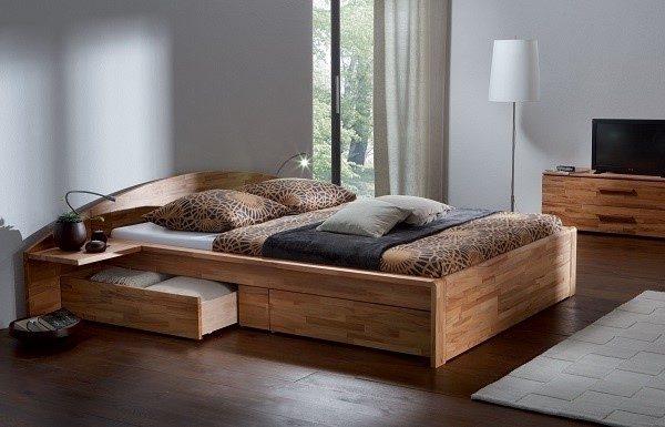 Кровать из сосны также может вписаться и в такой неординарный стиль, как хай-тек