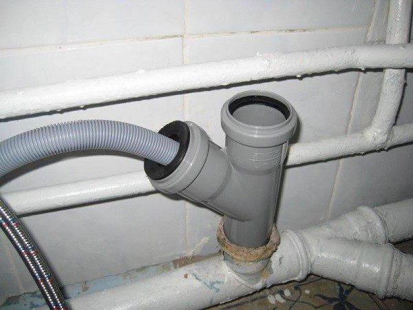 Существует несколько вариантов обустройства системы водоотведения