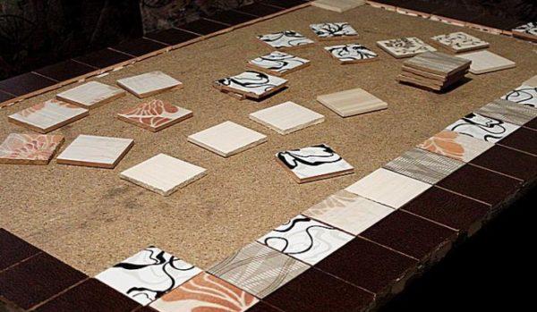 Заранее нужно продумать схему раскладки плиток на столешнице