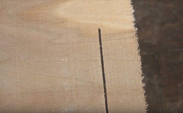 Результат реза фанеры лобзиком с противоскольным вкладышем