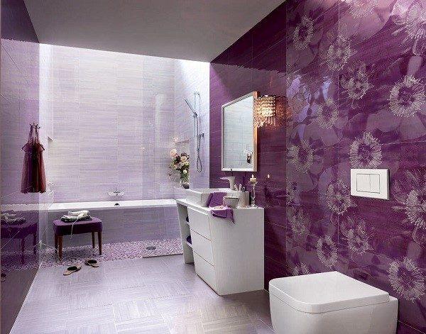 Фиолетовая плитка создает в ванной комнате таинственную атмосферу