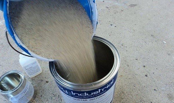 Согласно инструкции разведите цементный раствор, и помните, он должен быть более густым, чем обычно