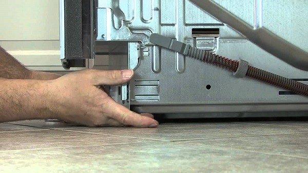 Постарайтесь провести пробную мойку до того, как изделие будет установлено, вдруг оно окажется сломанным