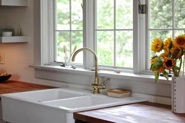 Расположение мойки на кухне в частном доме