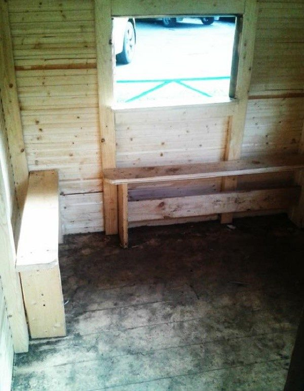 Домик нужно в обязательном порядке наполнить какой-либо мебелью для удобства детей