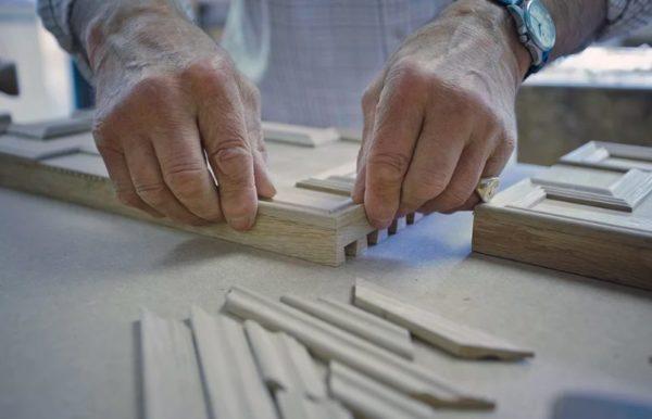 При самостоятельном изготовлении фасады можно украсить по своему желанию