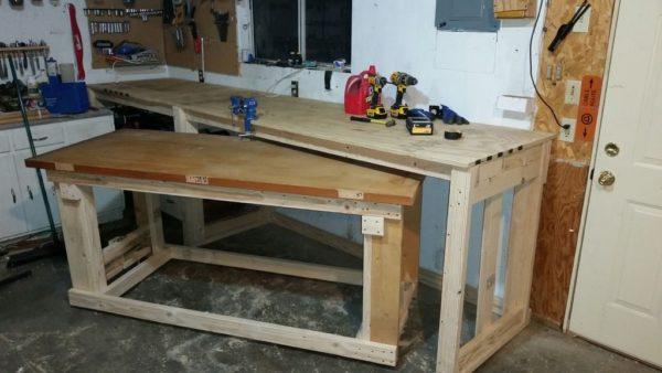 Работа с деревом часто ведется в специализированной мастерской