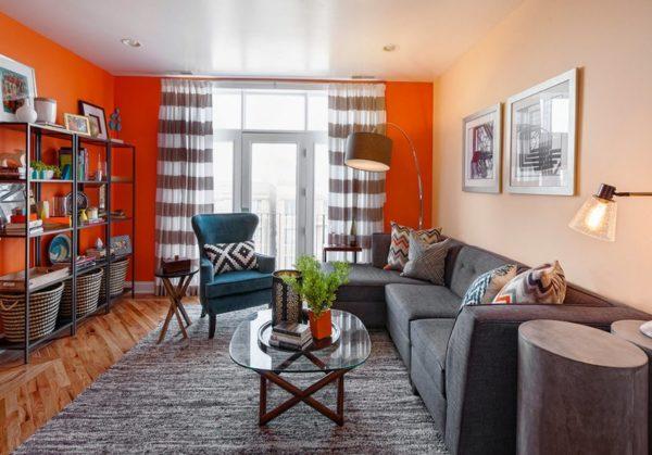 Угловой диван в гостиной при необходимости трансформируется в полноценное спальное место