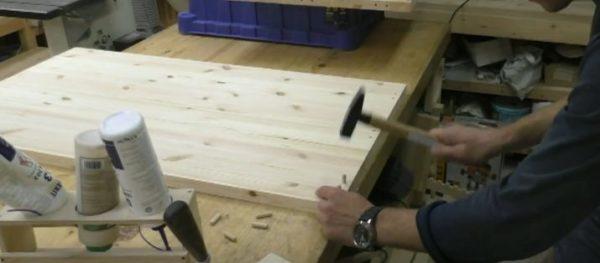 Забиваем деревянные шканты поочередно