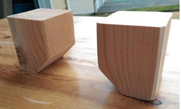 Для создания ножек используются кубики, выполненные из толстого бруса, обточенные по вашей задумке