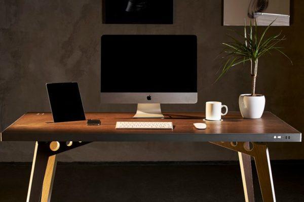 Самый простой стол для ПК должен соответствовать убранству жилого помещения
