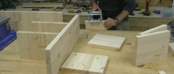 Делаем отверстия в деталях и соединяем их с помощью клея и мебельных шкантов