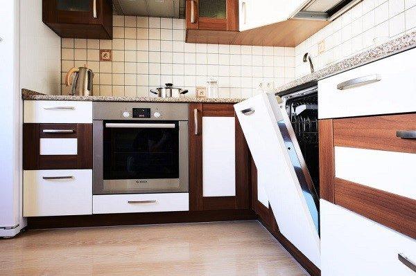 Посудомоечная машина должна устанавливаться на конкретное место в кухне, с учетом расположения остальных встроенных агрегатов