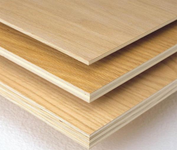 Фанера имеет разную толщину, что позволяет выбирать необходимый материал в зависимости от назначения детали