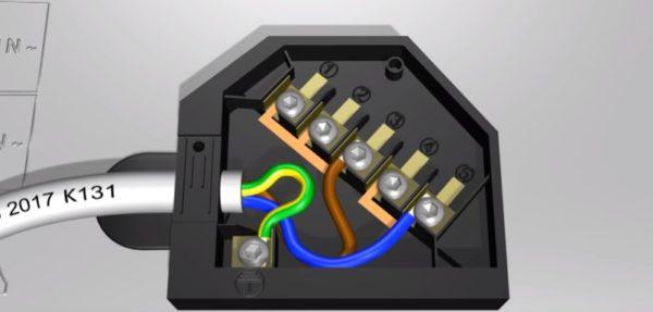 Устанавливают перемычки и подключают провода согласно схеме