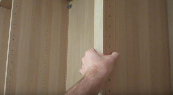 Крепить шкафы друг с другом потребуется с помощью крепежных элементов, которые идут в комплекте