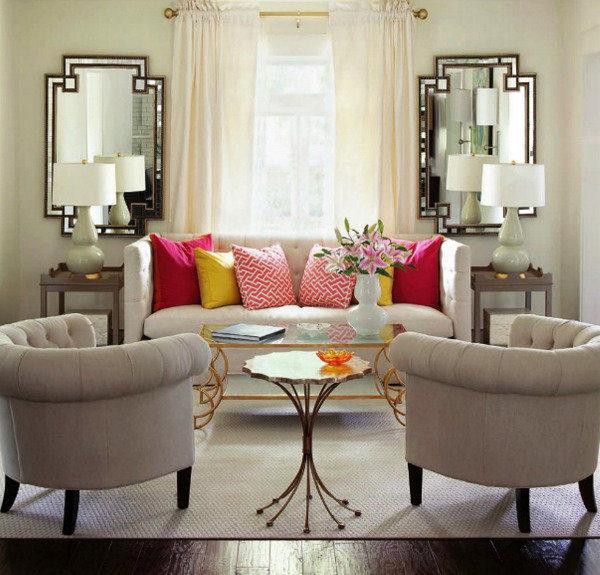 Симметричная композиция в гостиной