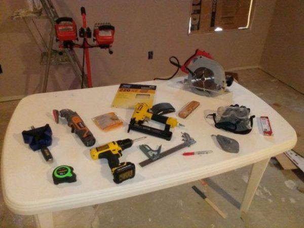 Пример базового набора инструментов для изготовления банкетки