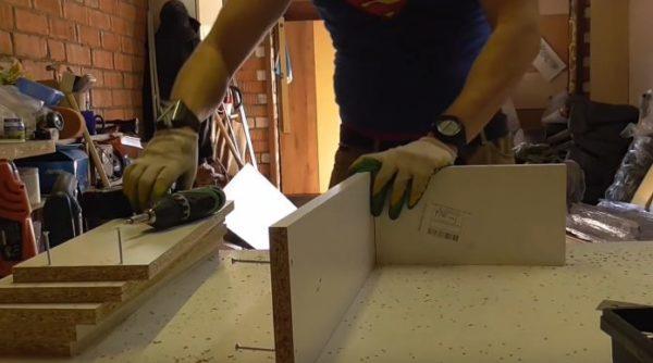 По завершению сборки каркаса ящика необходимо измерить его диагонали - они должны быть равными