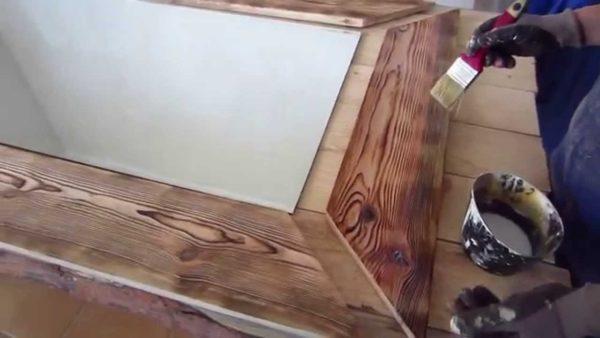 Покрываем материал олифой