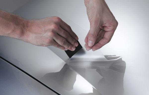 Для зеркальных раздвижных дверей нужна защитная пленка