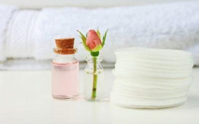 Подготовьте эфирное масло, ватный диск, тряпку и мыло с теплой водой