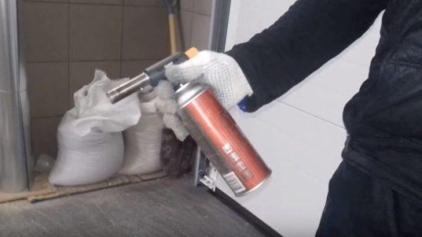 Для обжига брусков используют бытовую газовую горелку