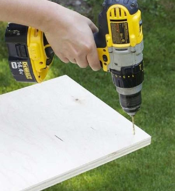 Просверлите в деталях отверстия и приступите к сборке конструкции