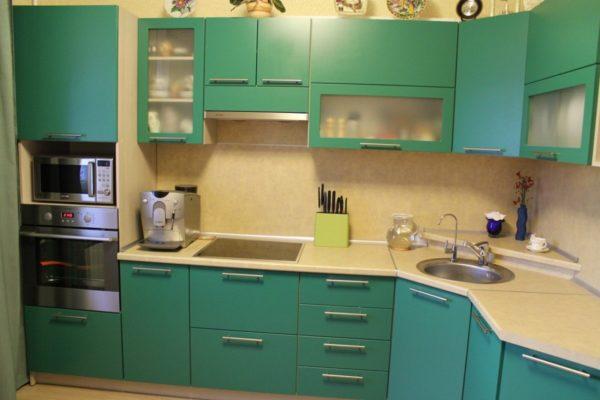 Гарнитур для кухни средней площади