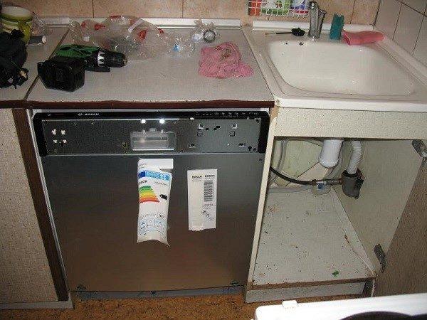 Чтобы подключить посудомойку, необходимо подготовить некоторые инструменты
