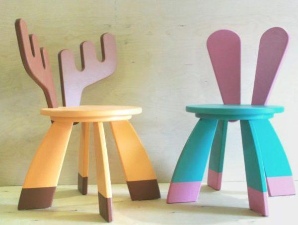 Оригинальную форму детской мебели подчеркнуть яркие цвета