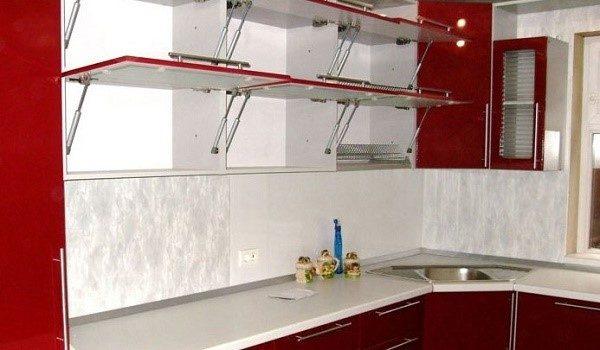 азлифт один из самых удобных подъемных механизмов для оборудования фасадов кухни
