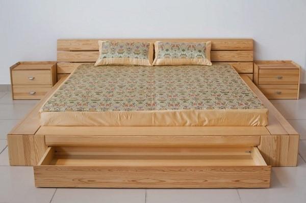 Кровать-подиум из массива сосны выглядит действительно массивно, и нужно сказать, что ее вес действительно весьма внушителен