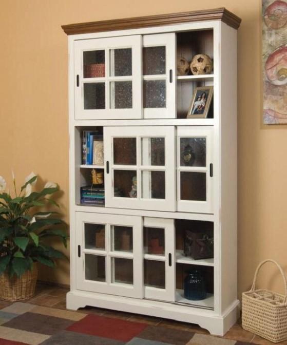 """Шкаф со стеклянными дверцами, установленными по типу """"купе"""""""