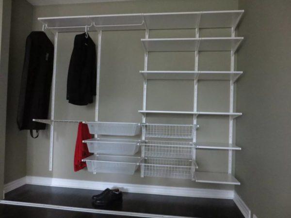 Пример размещения гардероба только на стене