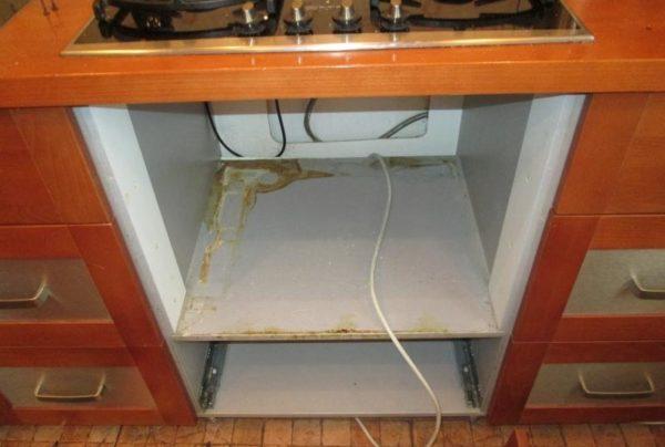 Далее нужно собрать шкаф для духовки