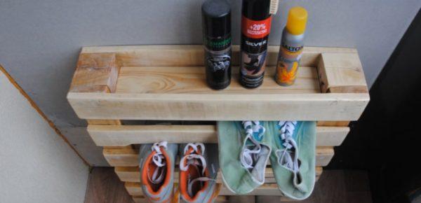 Еще один вариант полки для обуви из поддонов