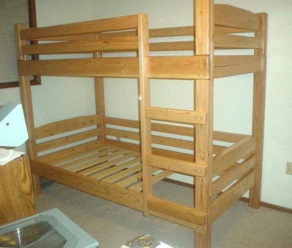 Если площадь квартиры явно мала, то часто не остается ничего другого, кроме как сделать двухъярусную кровать своими руками