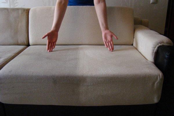 Химчистка позволит избавить диван от каких-либо следов присутствия паразитов