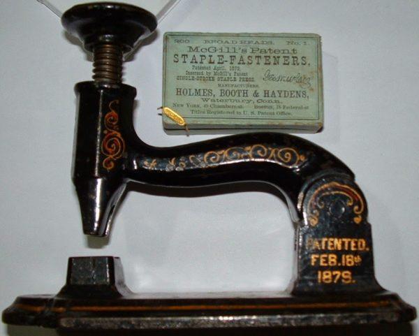 История степлера берет свое начало еще в XVIII веке