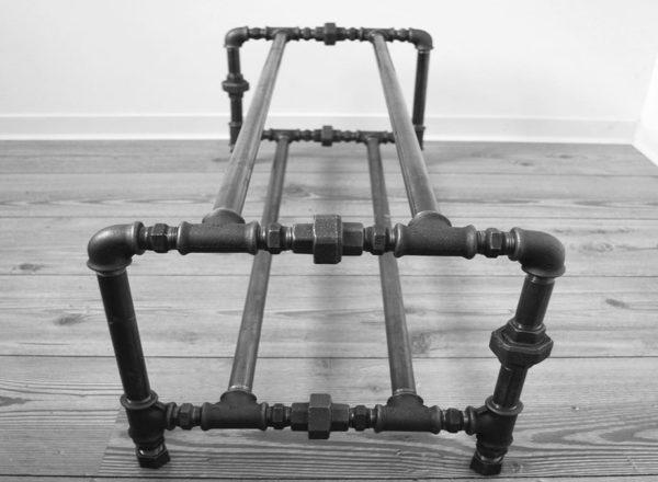 Конструкция из металлических труб