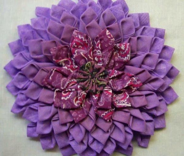 Красивый коврик в виде цветка