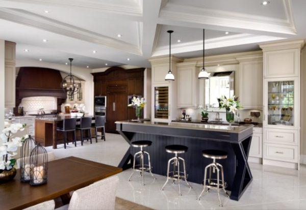 Лаконичная современная кухня в коричневых, бежевых и серых тонах с глянцевой барной стойкой