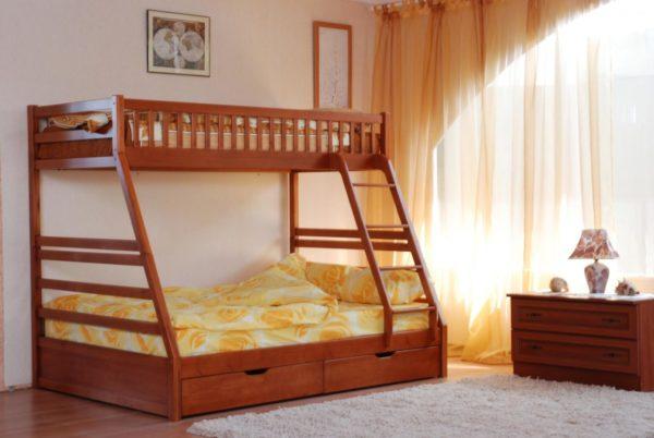 Лучше изготавливать двухъярусную кровать своими руками из дерева, этот материал наиболее экологичен