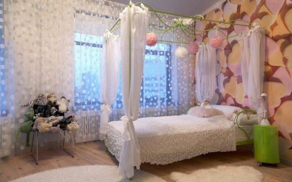 Наличие балдахина в спальне позволяет создать неповторимую обстановку уюта