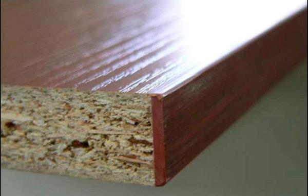 Самоклеящиеся кромки для ЛДСП реализуются в каждом строительном магазине